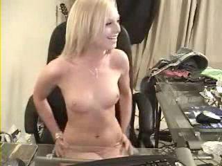 webcam-sexy-girl-strip3.jpg