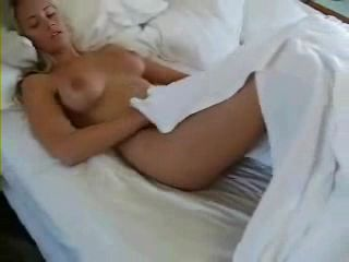 hot-blonde-between-the-sheets1.jpg