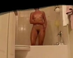 nice-booty-amateur-shower-webcam2.jpg