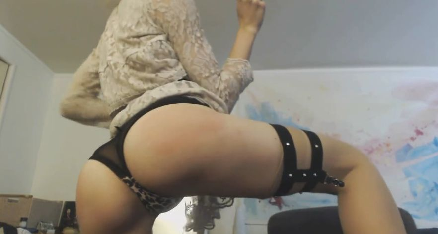 MissAlice_94 Spanking Her Hot Ass 2