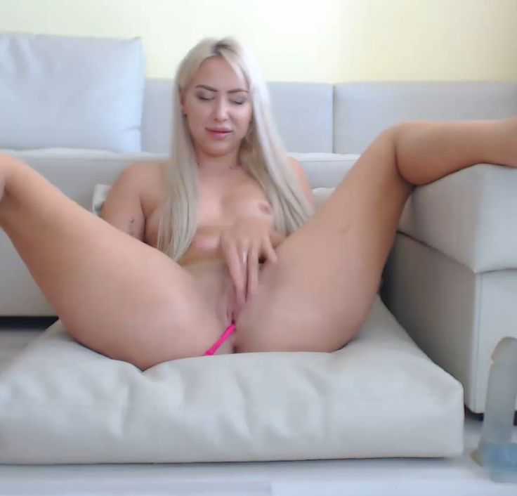 Beautiful dulcetatila Playing With Her Pussy