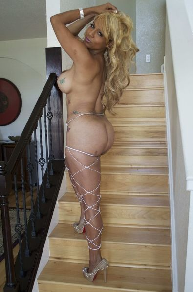 RihannaFoxxx sexy cam girl with huge tits naked live for you!